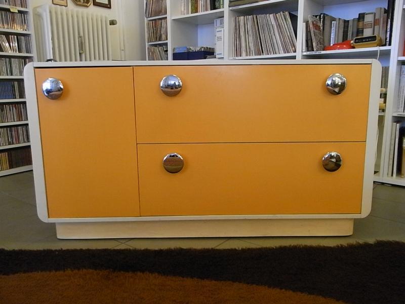 ruempelstilzchen kultiges 70er jahre sideboard panton stil. Black Bedroom Furniture Sets. Home Design Ideas