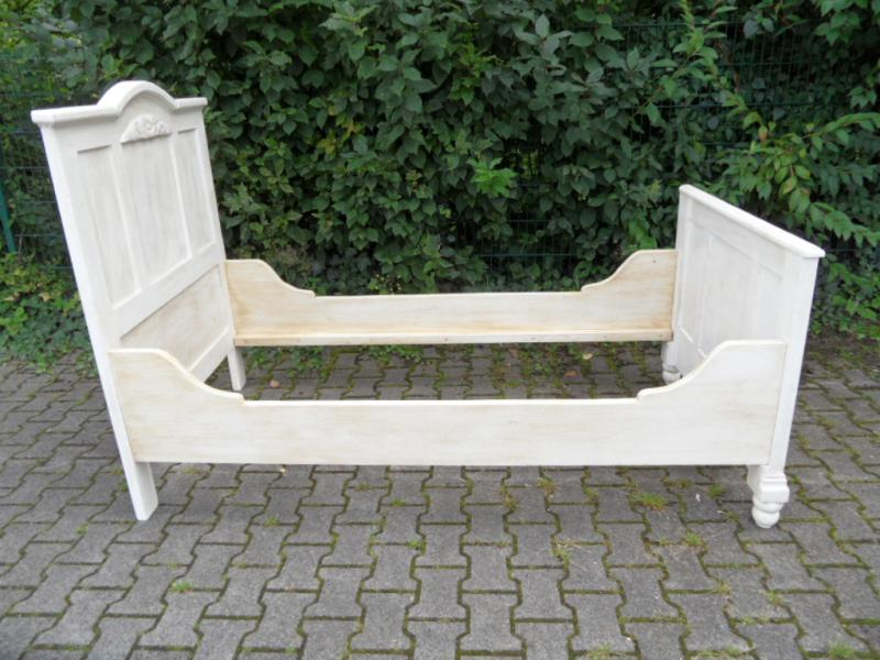 ruempelstilzchen bett im shabby look weichholz. Black Bedroom Furniture Sets. Home Design Ideas