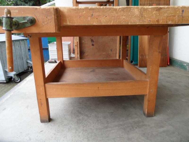 ruempelstilzchen alte tischlerwerkbank aussergew hnlicher tisch. Black Bedroom Furniture Sets. Home Design Ideas