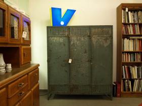 ruempelstilzchen alter geschmiedeter spind industrial design. Black Bedroom Furniture Sets. Home Design Ideas