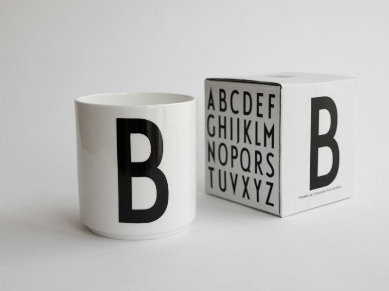 ruempelstilzchen b typographie tasse arne jacobsen design letters. Black Bedroom Furniture Sets. Home Design Ideas