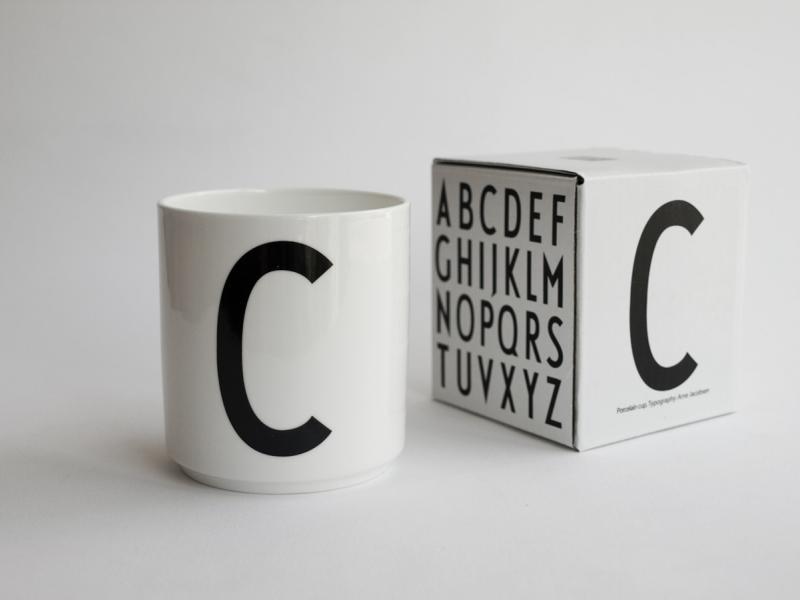 ruempelstilzchen c typographie tasse arne jacobsen design letters. Black Bedroom Furniture Sets. Home Design Ideas