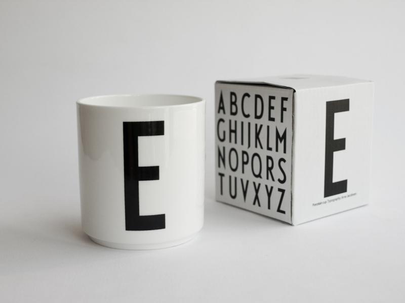 ruempelstilzchen e typographie tasse arne jacobsen design letters. Black Bedroom Furniture Sets. Home Design Ideas