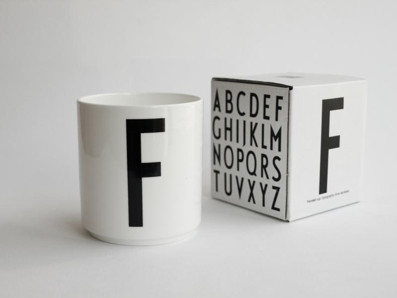 ruempelstilzchen f typographie tasse arne jacobsen. Black Bedroom Furniture Sets. Home Design Ideas