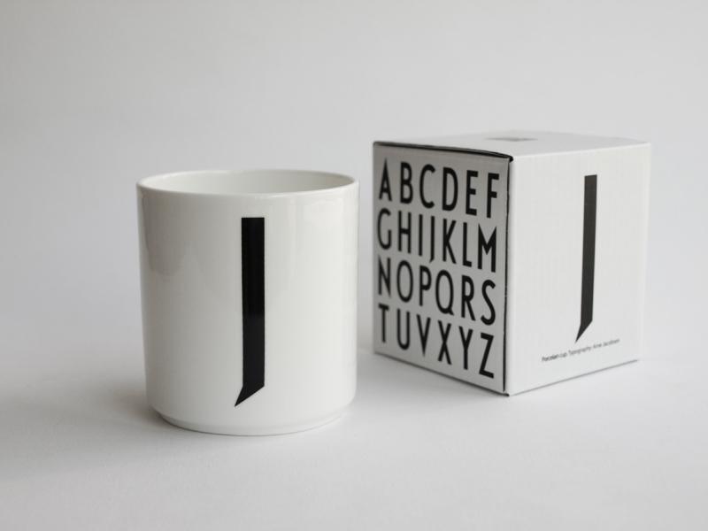 ruempelstilzchen j typographie tasse arne jacobsen design letters. Black Bedroom Furniture Sets. Home Design Ideas