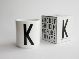 ruempelstilzchen a typographie tasse arne jacobsen design letters. Black Bedroom Furniture Sets. Home Design Ideas