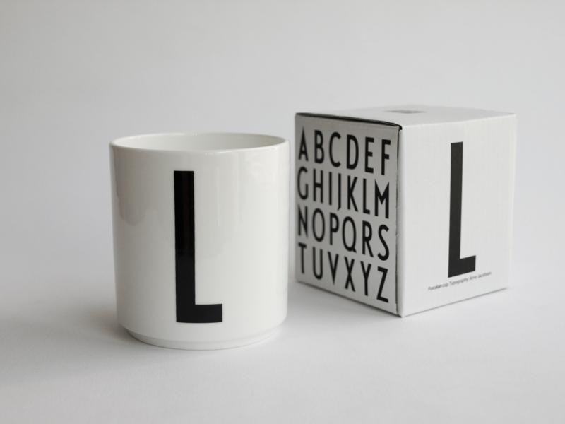 ruempelstilzchen l typographie tasse arne jacobsen design letters. Black Bedroom Furniture Sets. Home Design Ideas