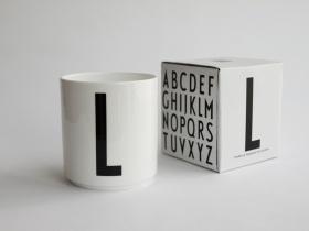 ruempelstilzchen e typographie tasse arne jacobsen. Black Bedroom Furniture Sets. Home Design Ideas