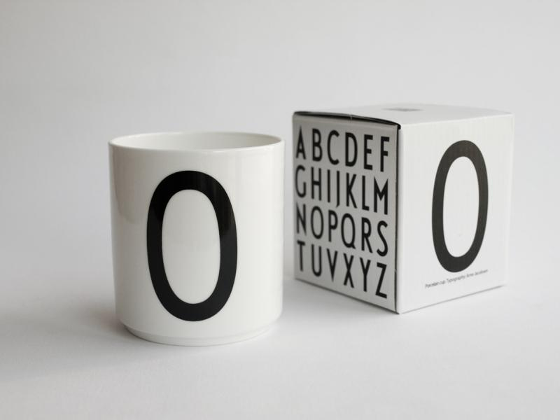 ruempelstilzchen o typographie tasse arne jacobsen. Black Bedroom Furniture Sets. Home Design Ideas