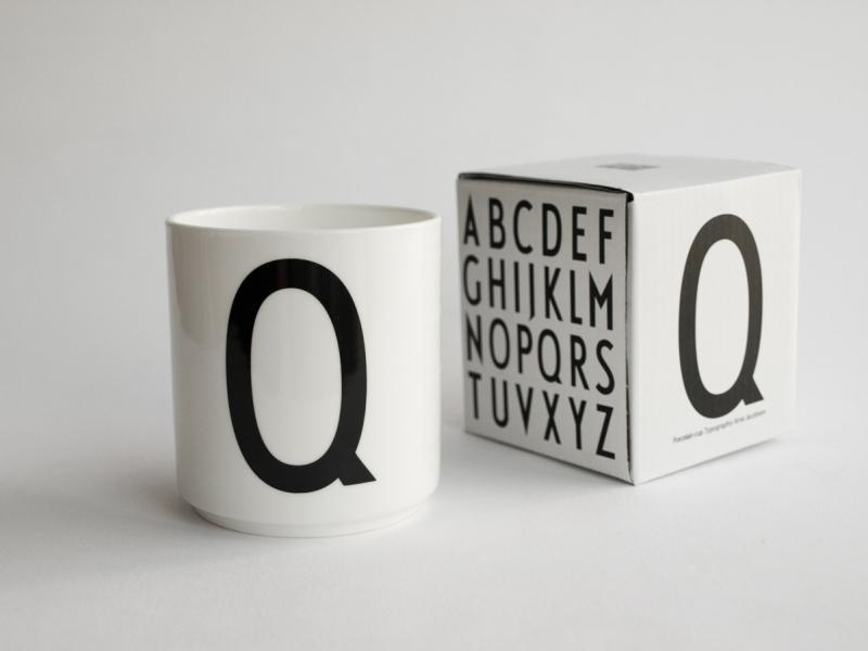 ruempelstilzchen q typographie tasse arne jacobsen design letters. Black Bedroom Furniture Sets. Home Design Ideas