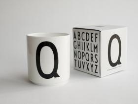 ruempelstilzchen c typographie tasse arne jacobsen. Black Bedroom Furniture Sets. Home Design Ideas