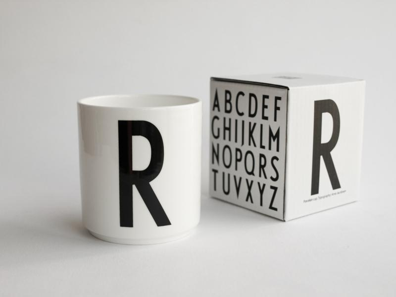 ruempelstilzchen r typographie tasse arne jacobsen design letters. Black Bedroom Furniture Sets. Home Design Ideas