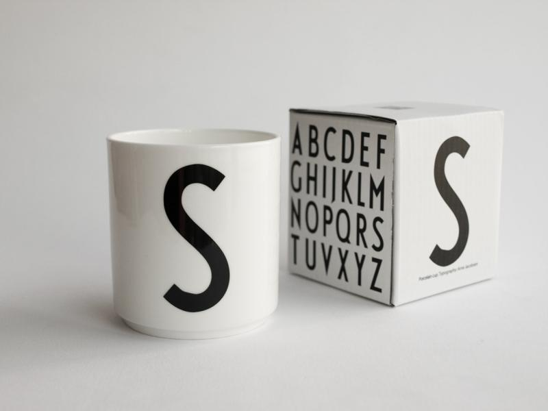 ruempelstilzchen s typographie tasse arne jacobsen design letters. Black Bedroom Furniture Sets. Home Design Ideas