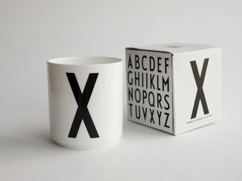 ruempelstilzchen x typographie tasse arne jacobsen design letters. Black Bedroom Furniture Sets. Home Design Ideas