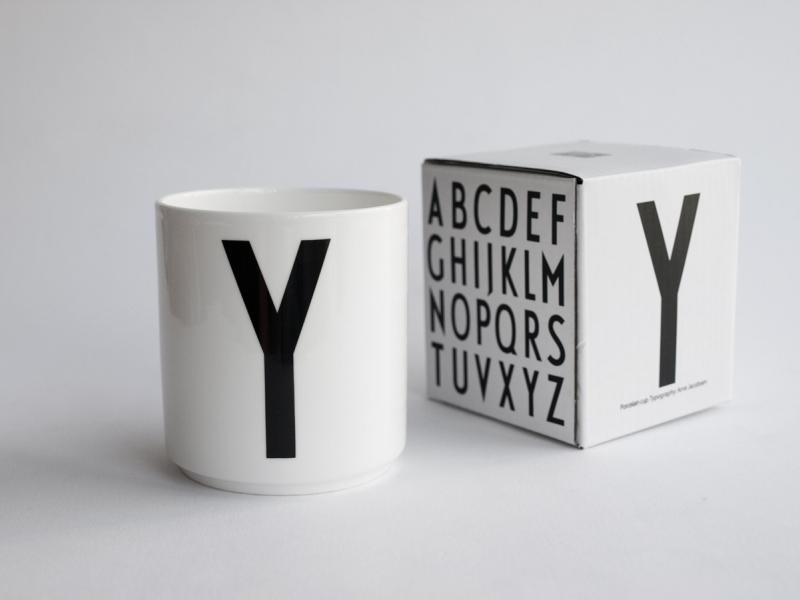 ruempelstilzchen y typographie tasse arne jacobsen design letters. Black Bedroom Furniture Sets. Home Design Ideas