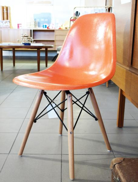Ruempelstilzchen fiberglas side chair dsw orange eames for James eames dsw