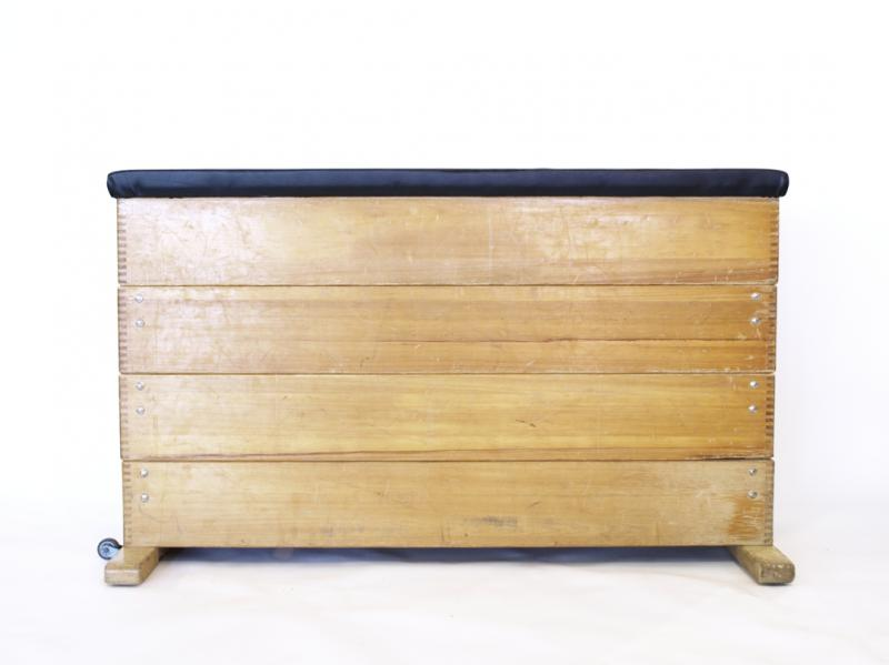 ruempelstilzchen alter turnkasten sprungkasten. Black Bedroom Furniture Sets. Home Design Ideas