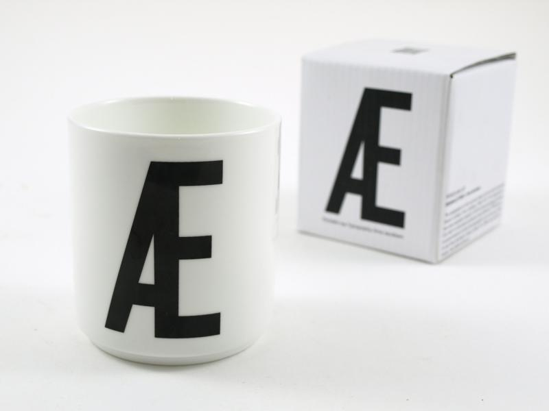 ruempelstilzchen typographie tasse arne jacobsen design letters. Black Bedroom Furniture Sets. Home Design Ideas
