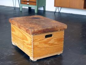 ruempelstilzchen turnkasten. Black Bedroom Furniture Sets. Home Design Ideas