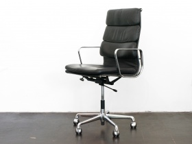 Soft Pad Chair | EA 219 | Eames