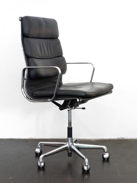 ruempelstilzchen soft pad chair ea 219 eames. Black Bedroom Furniture Sets. Home Design Ideas
