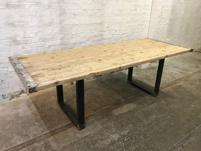 Tisch Industrial ruempelstilzchen esstisch gerüstbohlen industrial