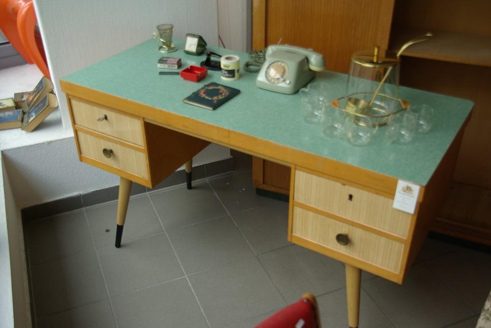 Schreibtisch designklassiker  Ruempelstilzchen | 50er Schreibtisch - Designklassiker