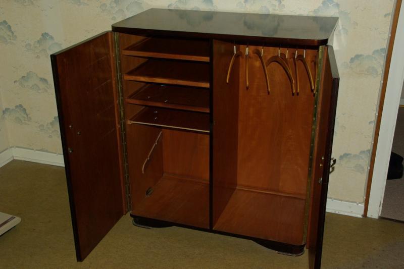 ruempelstilzchen kleiner kleiderschrank 50er jahre. Black Bedroom Furniture Sets. Home Design Ideas