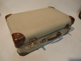ruempelstilzchen sch ner alter koffer 60er. Black Bedroom Furniture Sets. Home Design Ideas